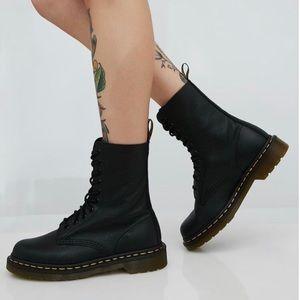 Doc Martens 1490 Harvest Boots